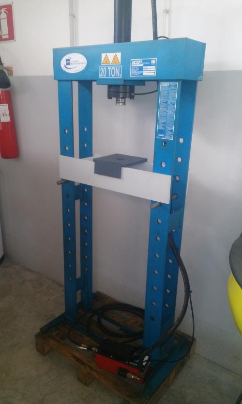 Scattina macchine utensili srl for Pressa usata per officina